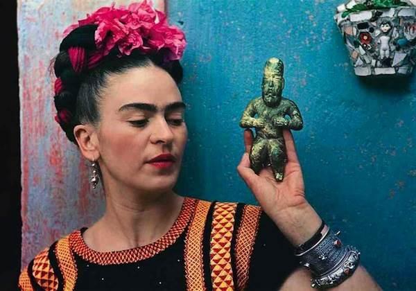 Nickolas Muray, Frida with Olmec figurine